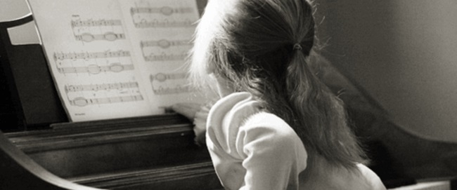 kid-playing-piano112